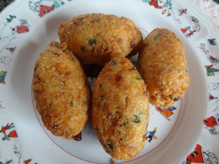 bolos de bacalhau  cod fish cakes - will have to try to see if they're as good as avo's  Have to download book to get recipe