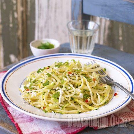 Спагетти с цуккини и козьим сыром  http://www.goodhouse.ru/recipes/kategoriya-gorjachaja-zakuska/365421/#ad-image-0