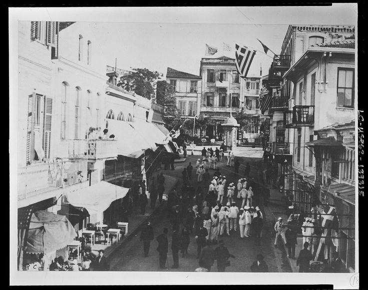 On the Golden Horn The Greek quarter of Constantinople.-1920