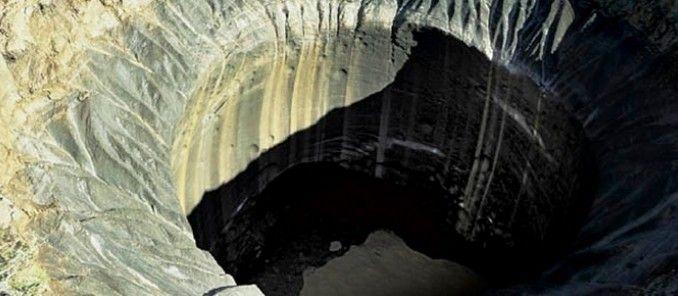 Beberapa bulan setelah ditemukannya lubang misterius Russia yang sangat besar di Semenanjung Yamal, Siberia, Russia, peneliti mengatakan mereka telah menemukan kawah dan danau yang mencurigakan, dan telah menyerukan penyelidikan 'mendesak' terhadap fenomena baru ini.