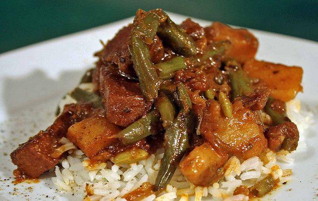 Albanian Style Stewed Green Beans and Potatoes with SmokeySeitan