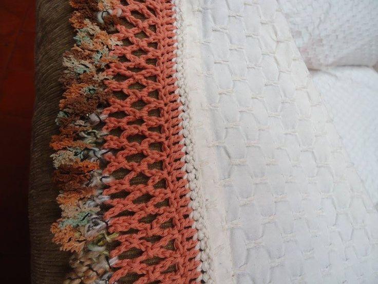 Borde de cubresillón, tejido en hilo de algodón,  terminación en fantasía . Crochet