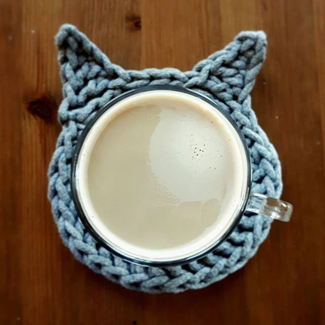 Coffee ☕☕☕ #druty #handmade #recznierobione #lovecrocheting #knitting #dzierganie #crochet #diy #knitinstagram #handcrafted #cushion #kolor #wełna #cotton #instacrochet #crocheting #fabrics #homemade #pattern #wzory #home #homedecor #knittinglove #nadrutach #i_love_rekodzielo #handmade #kot #podkladka #cat #coffee