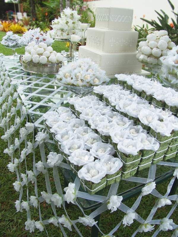 Detalhes de Festa: Toalha de fitas com camélia