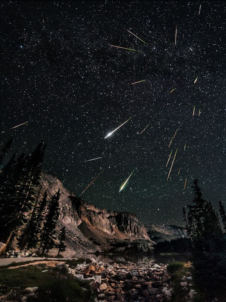 Les 4: 24 prachtige foto's! Perseid meteor shower seen from Snowy Range in Wyoming.