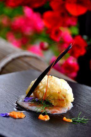 Parmigiana di melanzane croccante su carpaccio di gamberi rossi Ingredienti per 4 persone g 400 di melanzane g 100 di mozzarella g 100 di ricotta asciutta g 200 di …