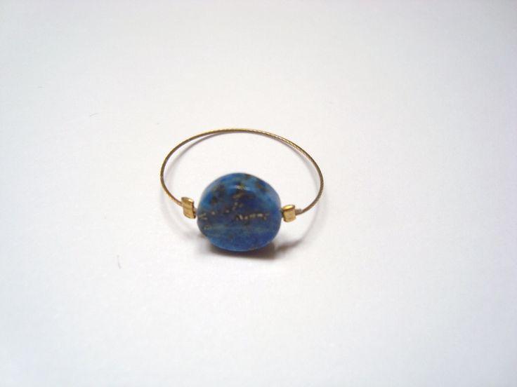 Image of Bague fine avec pierre bleue lapis lazulli ronde