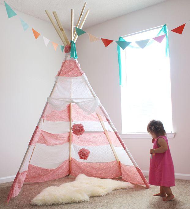 Çocuk odalarında inanılmaz bir görüntüye sebep olan şu kızılderili çadırları nasıl yapılır? Bu kızılderili çadırı bende farklı hisler besliyor ve biran önce Asya'nın odasına bir adet yapmak istiyorum. Hem kendi oyun alanını kurması için güzel bir oyun alanı olacak hem de dekorasyona farklı bir hava katacak.