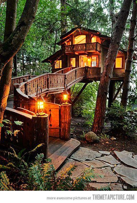 Une maison dans les arbres près de Seattle, Washington.