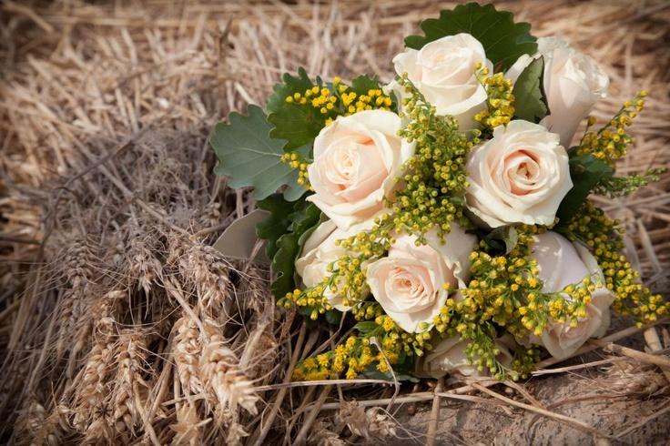 13 bouquet sposa grano e rose fiori gialli