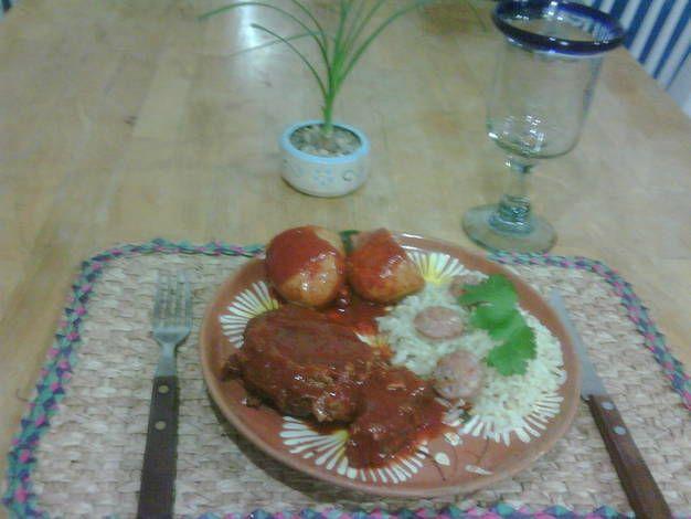 Chambarete en salsa de guajillo