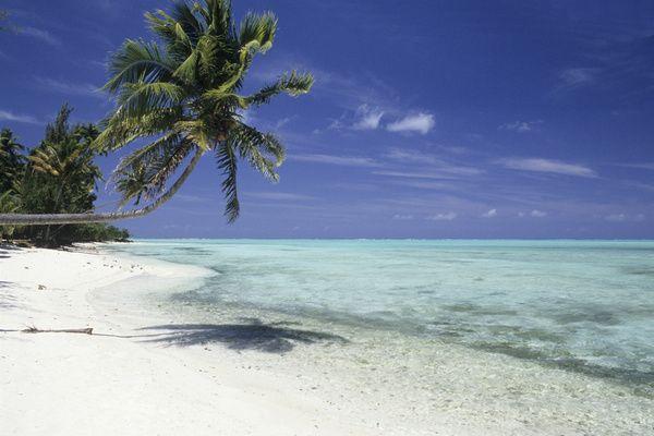 Matira Beach, Bora Bora:Si Bora Bora est connue pour être l'une des plus belle îles du monde, ses plages font indéniablement honneur à la rumeur. C'est sans doute une des raisons pour laquelle les jeunes couples choisissent cette destination en priorité pour leur lune de miel.