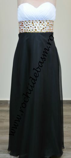 Rochie de seara neagra cu alb #rochiidesearanegre #rochiidesearacuaplicatii #blackeveningdresses