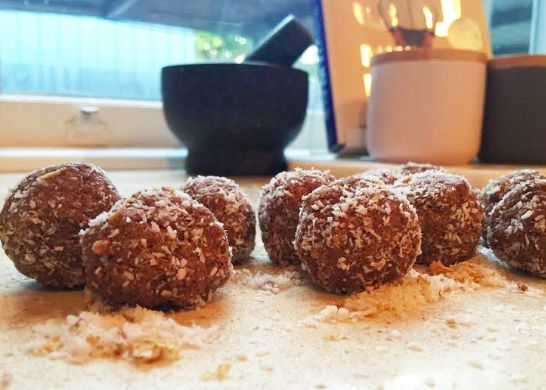 Healthy snickers bliss ball recipe