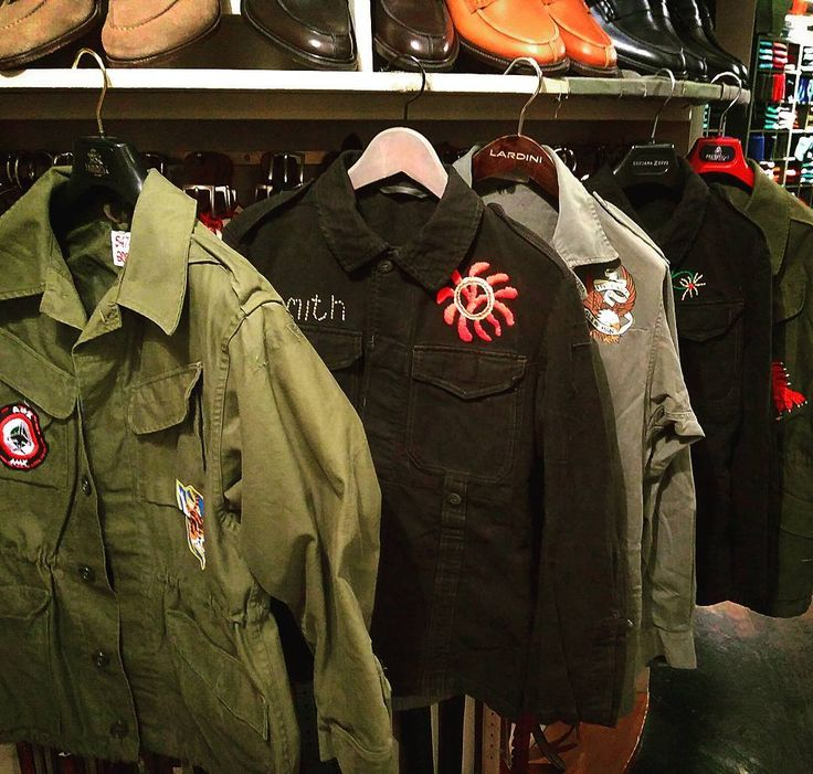. Vintage military jackets with paints and embroideries. .  #milan #italy #japan #fashion #vintage #military #suit #used #shop #street #sartoria #tailor #bespoke #handmade #menswear #shopping #clothes #style #photooftheday #swag #eral55 #eralcinquantacinque #sartorialazzarin #instagood #outfit #イタリア #ミラノ #セレクトショップ #ビンテージ #古着