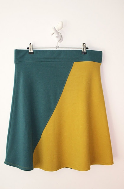 Skirt - jersey fabric + tutorial in Dutch.  Love, love, love the fabric combination.