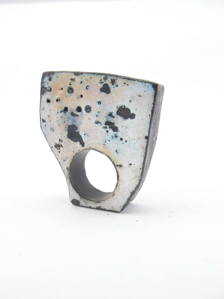 We are born in an enviroment of constant change, behind decay we can find a rich expression of life and our intimate relationship with time.  Rings. Copper and vitreous enamel by Natalia Araya