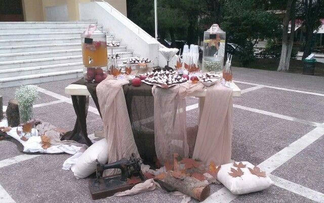 Dessert table εξω απο την εκκλησια