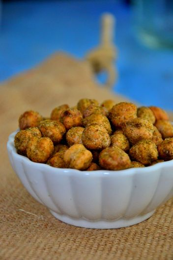 An Easy, Healthy Snack for the New Year: Spicy Roasted Wasabi Chickpeas #glutenfree