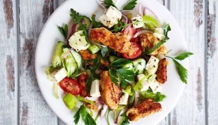 Mediterrane Salade Met Geroosterde Kip En Feta recept | Smulweb.nl