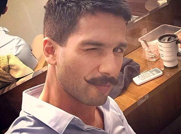 shahid-kapoor-having-a-chill-time-while-shooting-for-rangoon-201603-680730