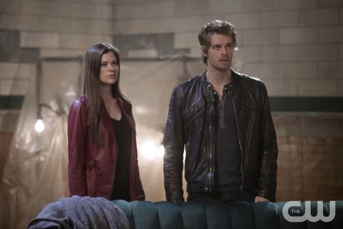 """The Tomorrow People -- """"Enemy of My Enemy"""" -- Image Number: TP115b_0194.jpg -- Pictured (L-R): Peyton List as Cara and Luke Mitchell as John --  Photo: Katie Yu/The CW --  ©2014 The CW Network, LLC. All rights reserved."""