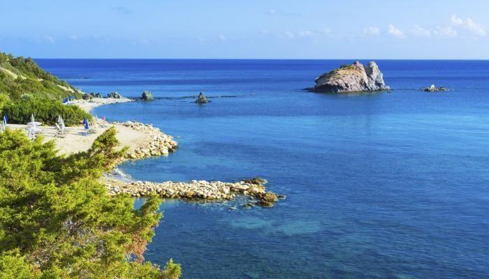Sonne, Strand & Kultur auf Zypern Zypern besticht mit einem ganzjährig milden Klima, das selbst im Winter noch für Temperaturen um die 20 Grad sorgt.