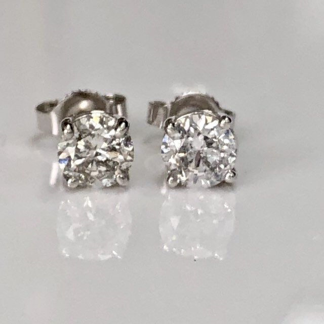 Excited To Share This Item From My Etsy Shop One Carat Diamond Stud Earrings 1 Carat Total Diamond Earring In 2020 One Carat Diamond Diamond Studs Gold Diamond Studs