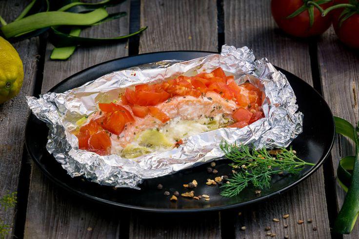 Lachs-Zucchini-Tomaten-Schiffchen vom Grill Rezept