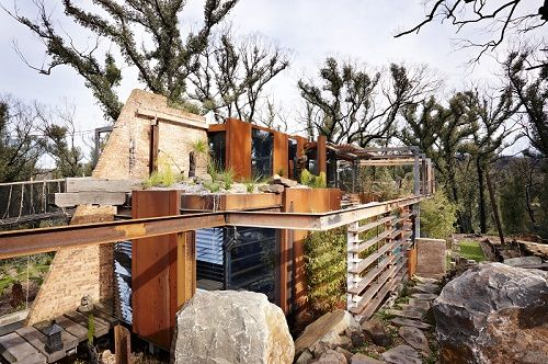 Bushfire house, grand designs Australian I love the use of earth, metal, trees