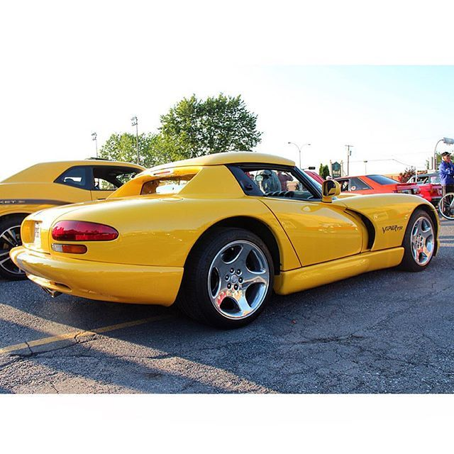 #Dodge #viper #rt10 #v10 #car #cars #auto #carporn #carinstagram #cargramm #exoticcars #instacar #wheels #supercar #sportscar #horsepower #crazy #amazingcars247 #cool #photooftheday #carswithoutlimits #bestoftheday #picoftheday #carspotterapp by gillesdesuisse