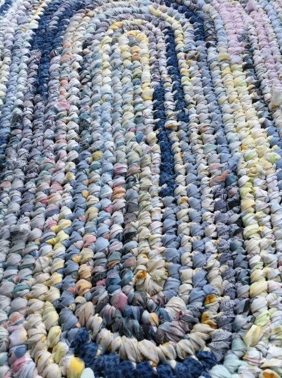 Need a rag rug... but I don't crochet... JESSIE!!!  I need help!