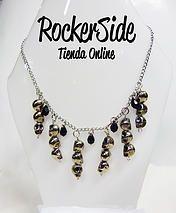 Collar de calaveras en puntas. $20.000 Adquierelo en www.rockerside.com Envíos a todo Colombia, aceptamos todos los medios de pago