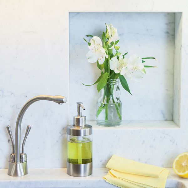 Keep Your Kitchen Clean and Green. #Tips for Healthy Home. http://www.organicspamagazine.com/2012/11/keep-your-kitchen-clean-and-green/: Organizing Ideas, Kitchen Tips, Cleanses, Funny Ideas, Cleaning Habits, Cleaners Tips, Green Cleaning, Cleaning Tips, Kitchen Cleaning