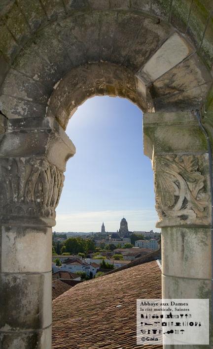 Du clocher de l'Abbaye aux Dames, s'offre aux visiteurs une vue panoramique sur la ville de Saintes. http://www.abbayeauxdames.org http://www.facebook.com/abbayeauxdames