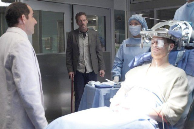 Still of Peter Jacobson, Hugh Laurie and Greg Finley in House M.D. (2004)