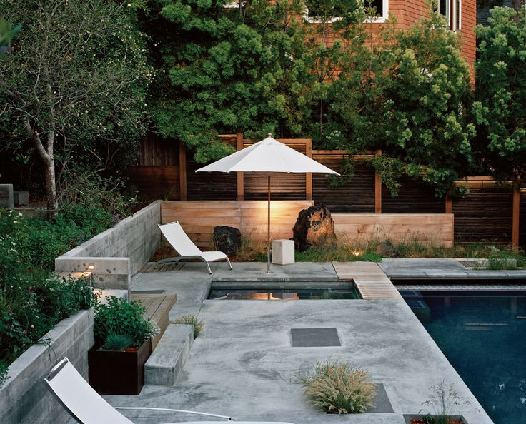 A Bay Area landscape designer works her yard like a jigsaw puzzle, packing a bevy of distinctive destinations into a steep and diminutive plot./ dwell.com