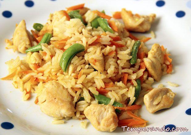 Arroz com frango e legumes. | 14 formas de fazer o arroz da sua geladeira parecer comida de restaurante