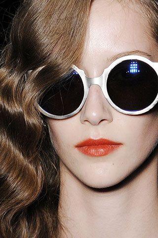 ... www.fashion.net: Glasses Sunglasses, Shades, Eyewear Fashion, Glam Sunglasses, Design Sunglasses, Oakley Sunglasses, Orange Lips, Aviator Sunglasses, Round Sunglasses