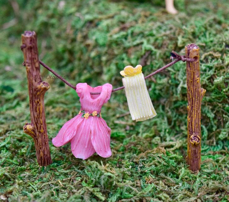 "Out to Dry Clothesline and fairy clothes is one of our favorite fairy garden accessories. So Cute! - Hand painted - Indoor/Outdoor use - Made of Resin - Aprox. 2 1/2"" x 3 1/13"""