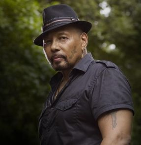 Aaron Neville- amazing natural talent. Unique voice. Love the bio of his life. Christmas Jam with Warren.