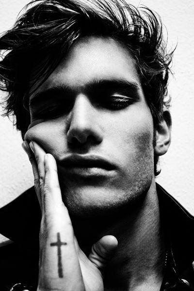 Liam Vandiar / Male Models, tattoos, cross