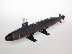 """Model amerykańskiego myśliwskiego okrętu podwodnego typu Seawolf. Długość modelu 31 cm. Model plastikowy, ręcznie złożony i ręcznie pomalowany w skali 1:350.    """"USS Seawolf"""" (271990) - this is model of american fighter submarine, Seawolf type. Lenght 31 cm (centimetres). This is plastic model, hand-glued and hand-painted in 1:350 scale models."""