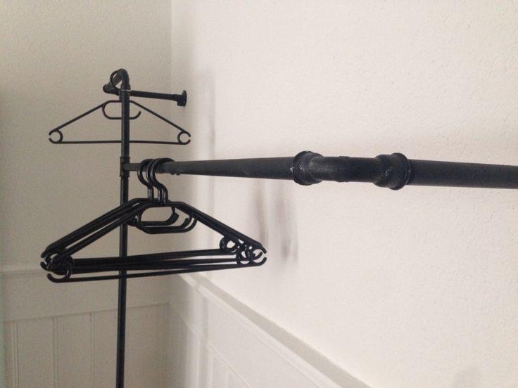 pipe kleiderstange einrichtungsideen aus stahlrohr steel pipe furnishing impressions. Black Bedroom Furniture Sets. Home Design Ideas