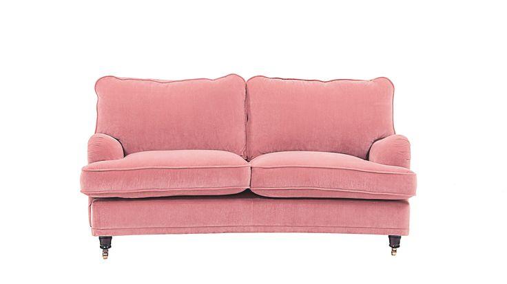 Rosa sammetssoffa Lejonet. Howard, sammet, sammetstyg, sammetsmöbler, svängd, vardagsrum, soffa, inredning, möbler. http://sweef.se/sweef-lyx/144-lejonet-howardsoffa-3-sits-sammet.html