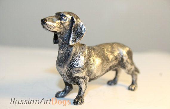 Miniatuur teckel hond beeldje van de legering door RussianArtDogs
