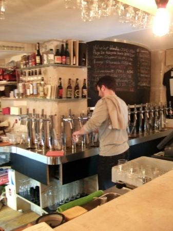 La Fine Mousse: Parisian craft beer bar located in the lively Oberkampf neighborhood of the 11th Arrondissement.