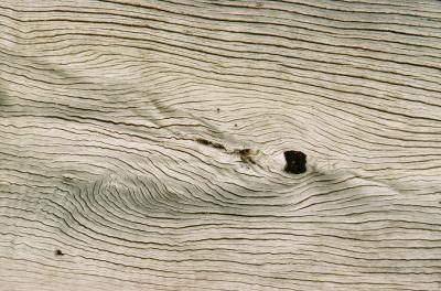 Como dar à madeira uma aparência branca desgastada | eHow Brasil