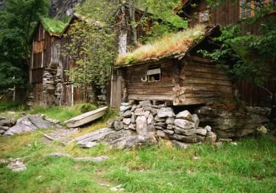 How to Make a Primitive Bed for an Old-Style Log Cabin
