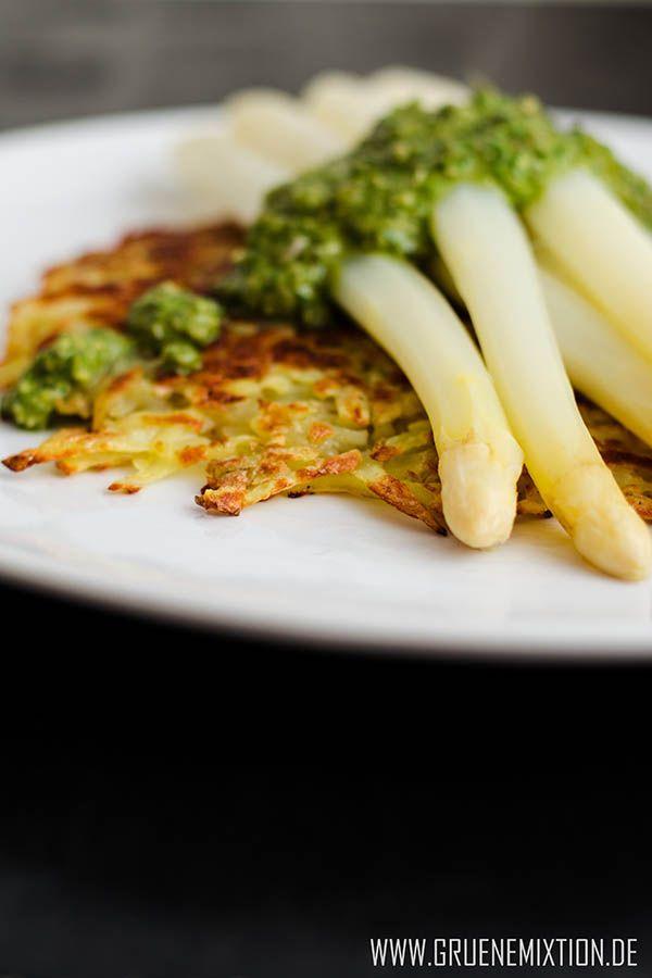Spargel auf Kartoffelrösti mit Zitronenthymian-Pesto-Sauce: vegan & glutenfrei